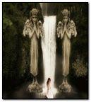 在瀑布的幻想女孩。