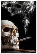 Tengkorak dengan rokok.