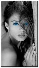 فتاة ذات عيون زرقاء