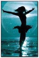 menina no mar
