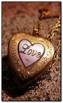 любов серце медальйон
