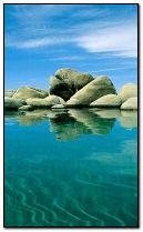 biển với đá.