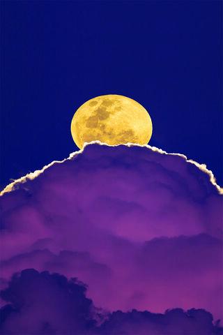 Nuage violet lune